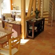 Wohnbereich mit französischem Handform-Cotto