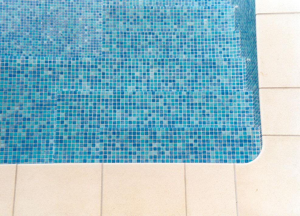 Schwimmbad Mit Mosaikfliesen Fliesenfachgeschäft Werner - Mosaik fliesen für balkon